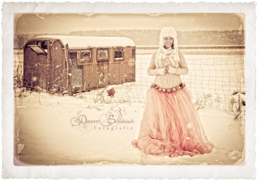 schwangerschaftsfotos im schnee,babybauchfotos potsdam,fotostudio schwangere potsdam,fotograf babys brandenburg